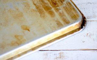 Как отмыть противень от нагара и жира
