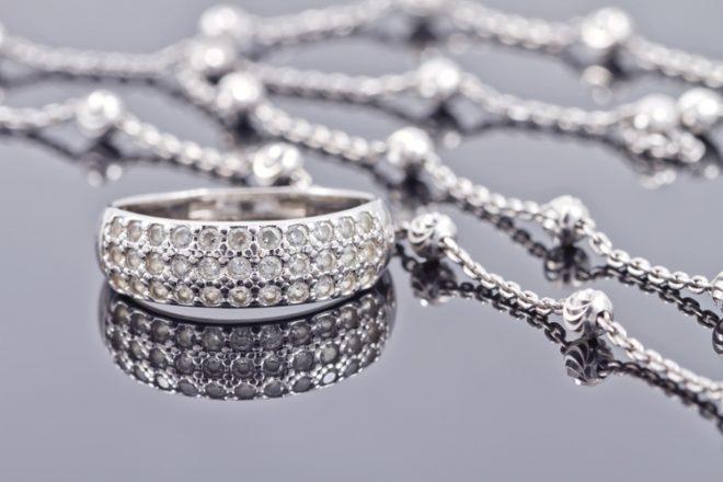 5 рецептов как почистить серебро с камнями