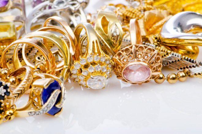 Чем почистить бижутерию под золото — советы ювелиров