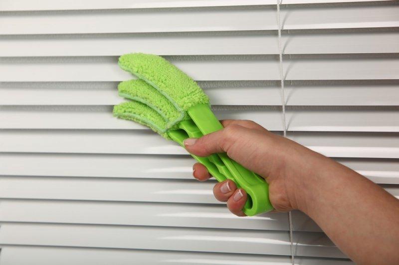 Очистка жалюзи от пыли