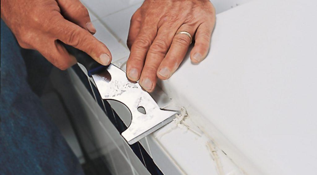 Чем удалить силиконовый герметик с ванной?