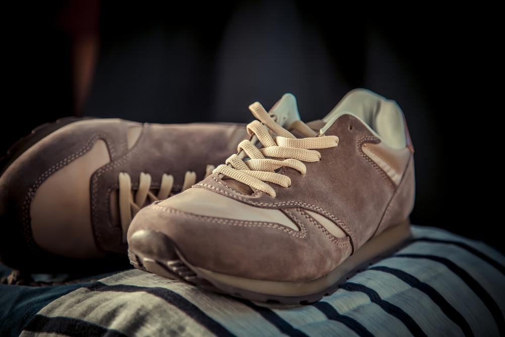 Стирка замшевых кроссовок