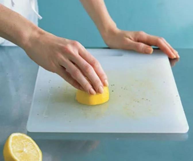 Очистка кухонной доски