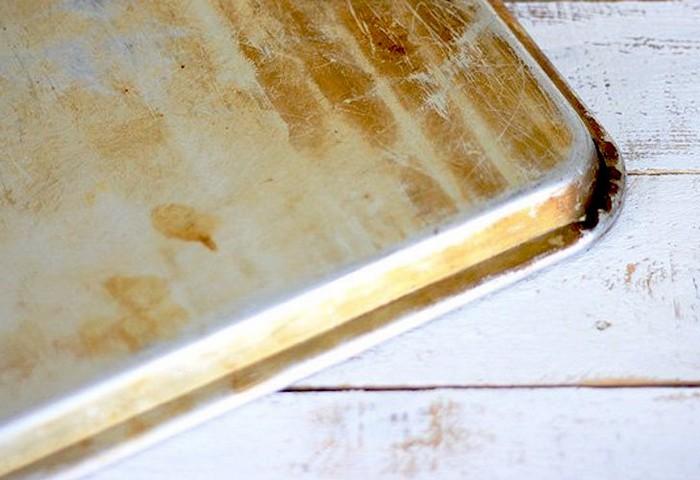 Как очистить противень от нагара и жира в домашних условиях
